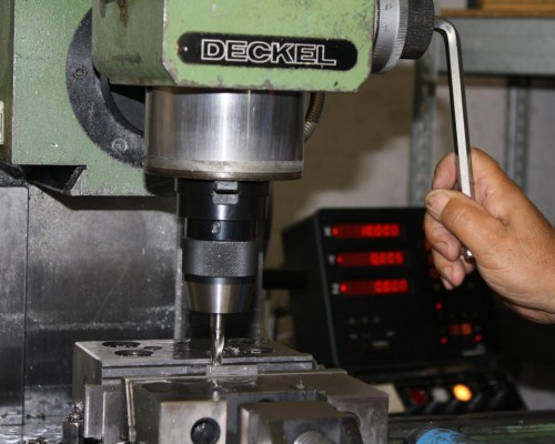 Conventional milling machine DECKEL retrofit rules digital display